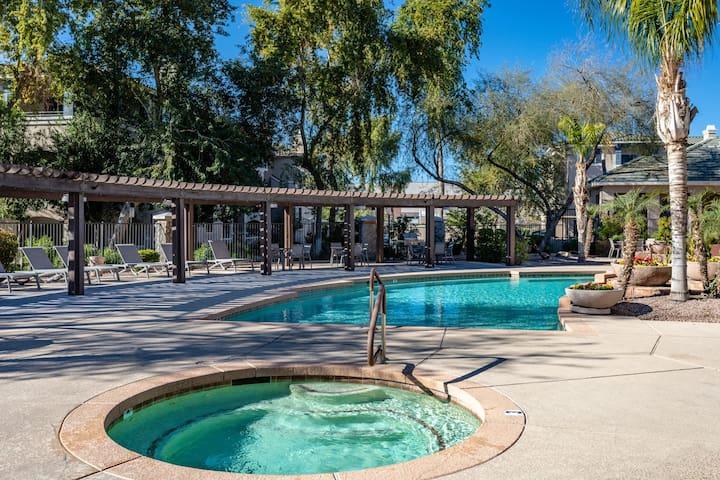 Beautiful open home Near ASU with Gym + Pool + BBQ