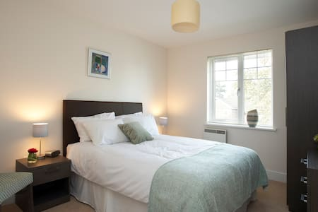 Farnborough - Reading Road One Bedroom Apartments - Farnborough