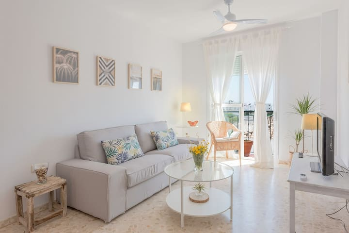 Modern, with balcony and in excellent location - Apartamento Costa de la Luz