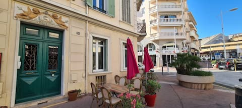 Appartement climatisé avec plage et  gare à 3 min.