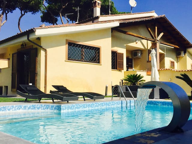 *Villa with swimming pool in Rome* - Acilia-castel Fusano-ostia Antica - Huvila