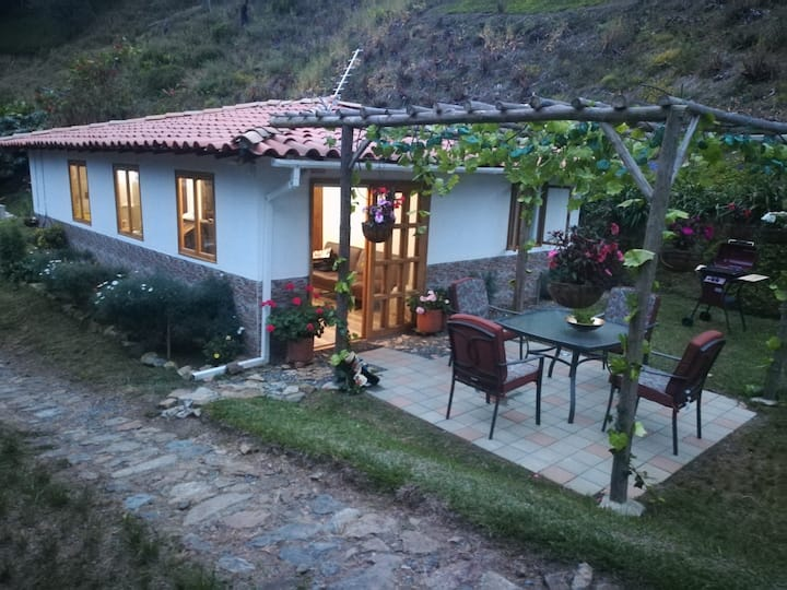 In Countryside, 20 m from Medellin, Safe & paceful