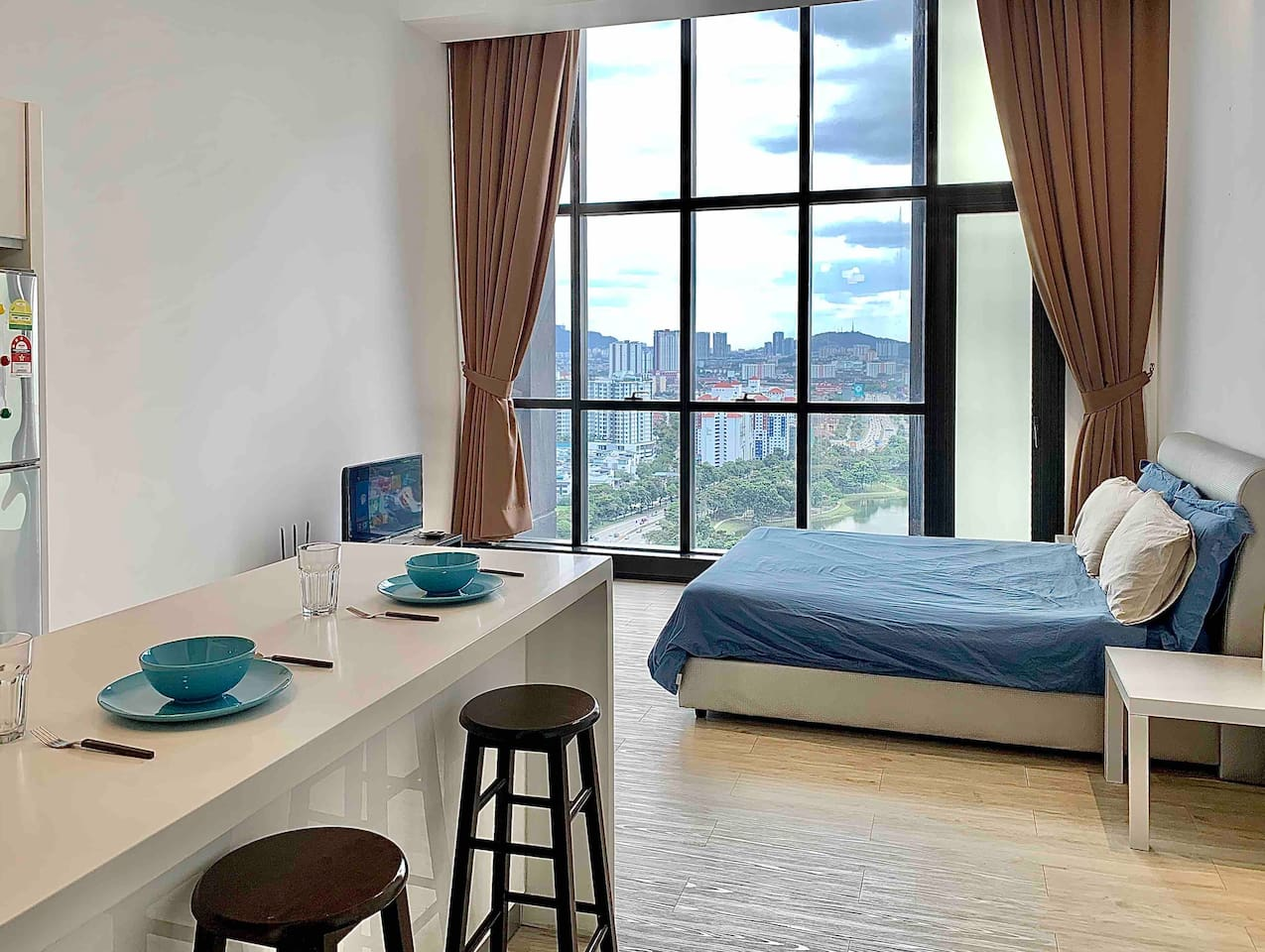Studio Apartment (Queen-size bed) with Lake view