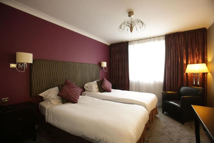 Spacious Twin Rooms in East Kilbride