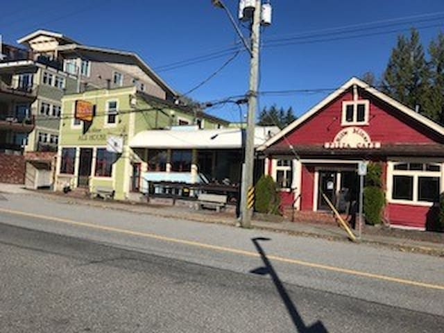 Billy Miner Pub/ Maple Ridge/Includes Breakfast