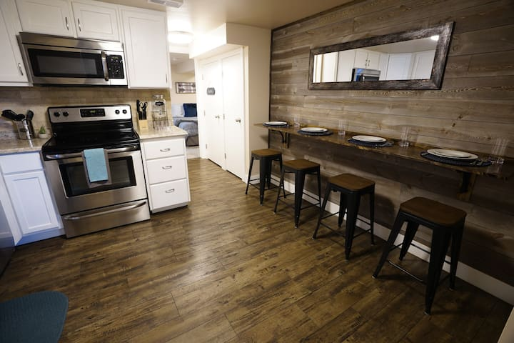 Modern Private Apt ★  DT Provo  ★ 2 Mi to BYU