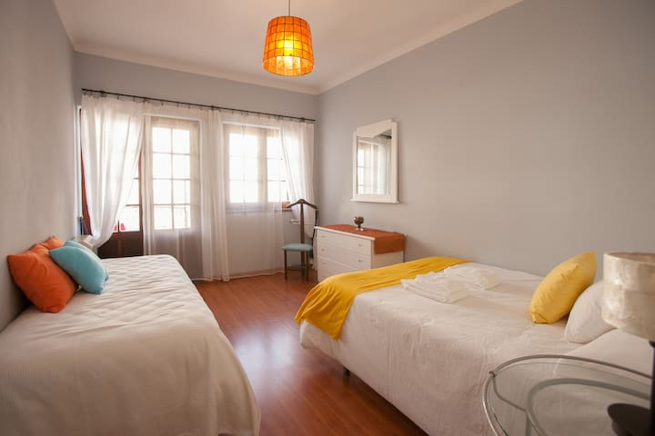 Double + single bed in nice Villa, near the center