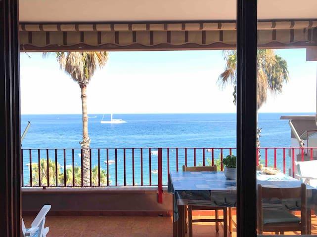 """Sea front beach house """"private""""beach.Near Taormina"""