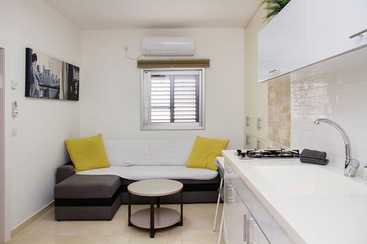 Apartment in Bat Yam (Emma-1)