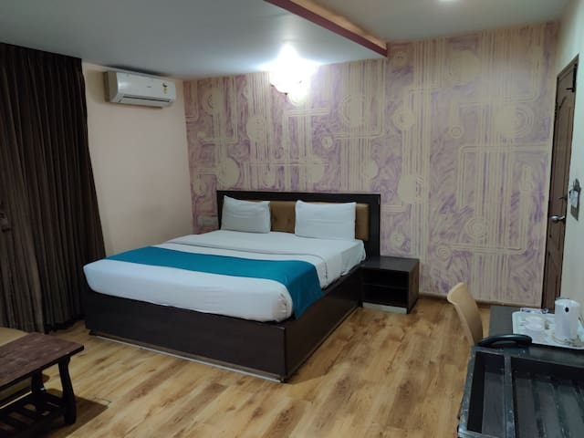 Spacious Deluxe Room in Dairy Circle
