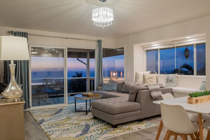 Kona Sunsets & Ocean Views at Luxury Hillside Home