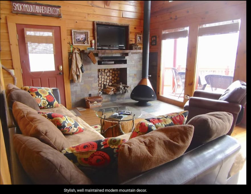Cozy living area with flat screen TV, Satellite service and mountain views from the couch.