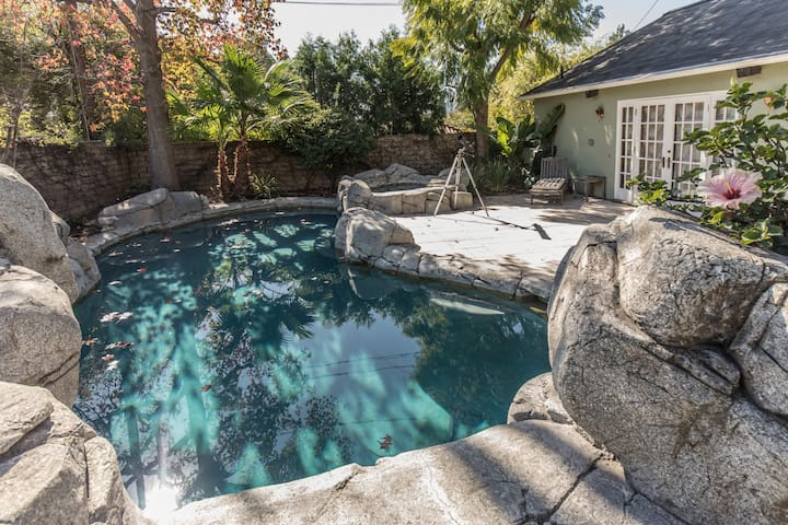 Cozy Glendale Home with Lots of LIGHT and Pool
