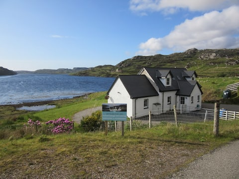 Lovely lochside cottage at Rhiconich on the NC500
