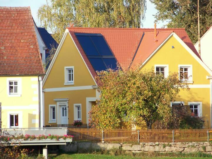"""Ferienhaus """"Höllbachtal"""" (Ansbach), Modernes Ferienhaus """"Hühnerhaus"""" mit Garten"""