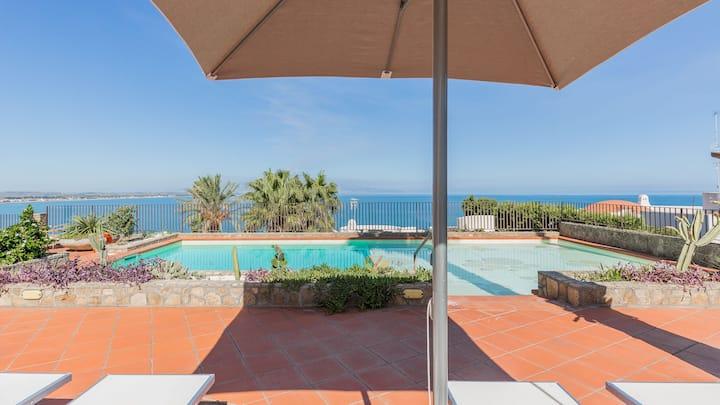 Baia Moresca, seafront villa with private pool.