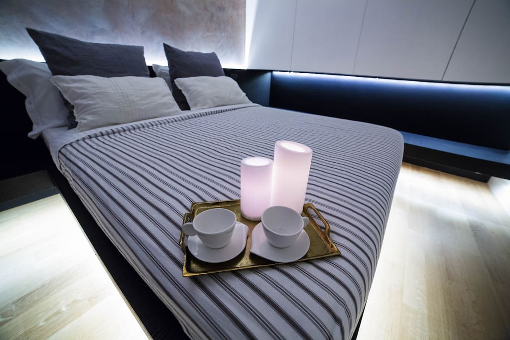 Soft lighting that create an intimate atmosphere in the bedroom