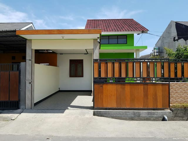 Lombok Private House with Outside Area/WIFI
