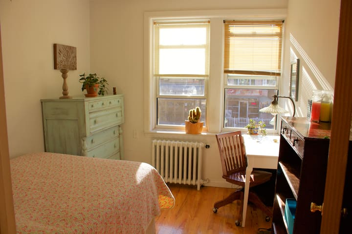 Private, Sunny, Conveniently Located Room