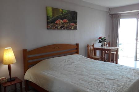 Nice Condo Jomtien Beach 100 meters at the beach - Muang Pattaya - Apartamento