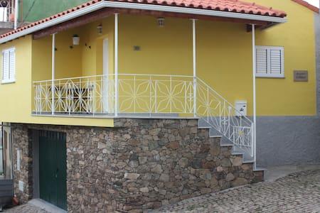 Casa Amarela - Vilarinho de Agrochão