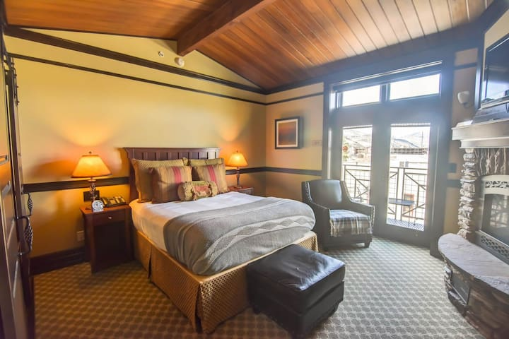 Private balcony suite w/ spa tub, fireplace and on site restaurant!