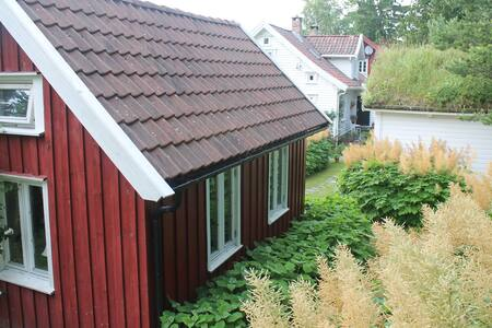 Family friendly red cottage 6,5 km from the zoo - Kristiansand - Cottage