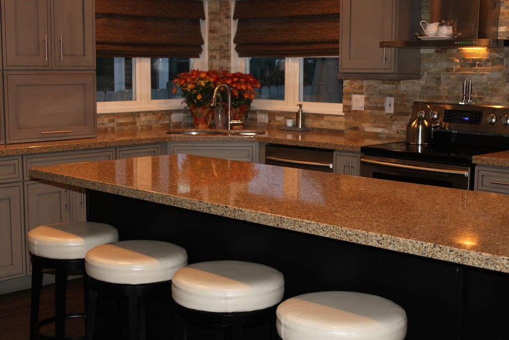 Bar counter with 4 under counter bar chairs great to gather and talk good conversation area.