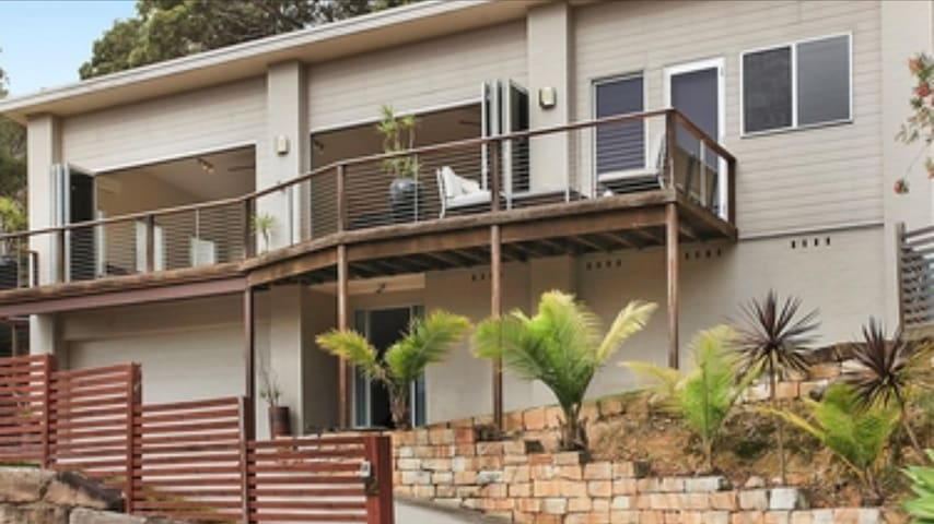 POINT CLARE CENTRAL COAST RETREAT, 4Bedroom house