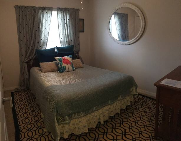 Snug as a Bug- St Augustine private room!