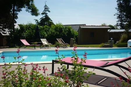 Gites avec piscine et Jacuzzi - Huis