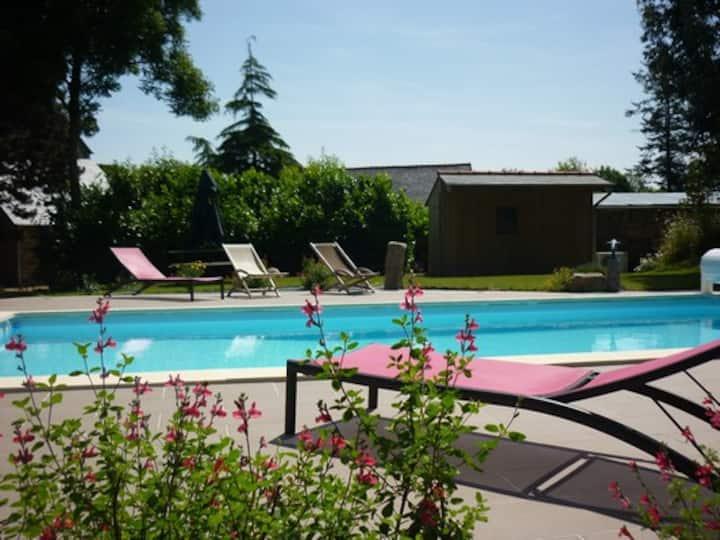 Gite Argoat avec piscine et Jacuzzi