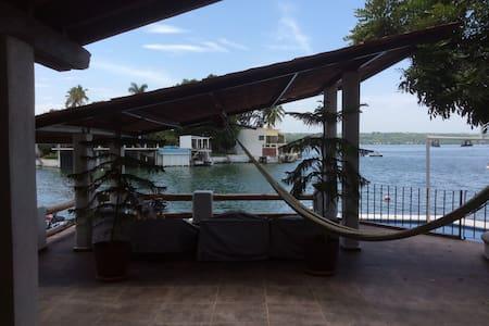 A pie de lago vista increíble - Tequesquitengo