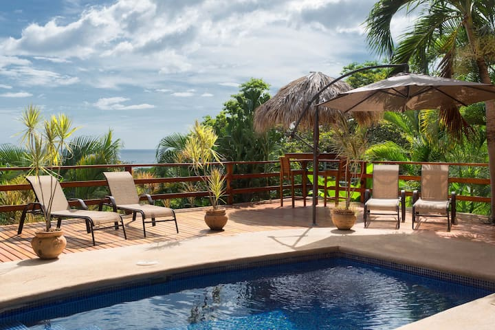 Ocean view home in Tamarindo center for a group
