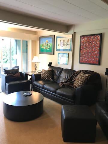 Cozy basement suite - close to Ferry Terminal