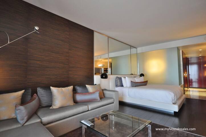 Palms Place Hi-Rise Suite. Balcony, with sunset vw - Las Vegas - Apto. en complejo residencial