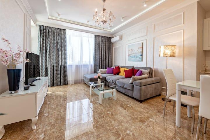 Luxury & comfort for business & pleasure. Royal 1