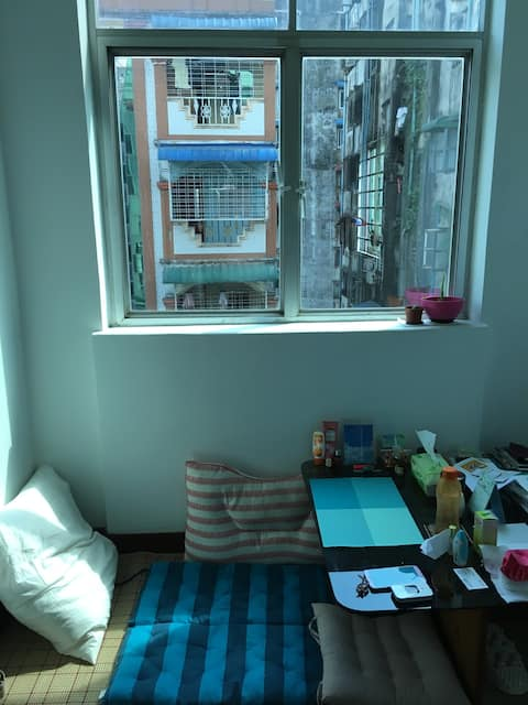 Cosy Room near Hledan centre, 20mins to Airport