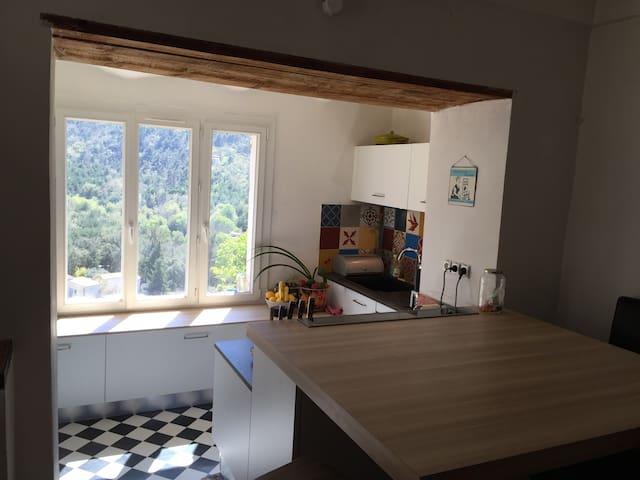 Maison de village avec vue, proche Aix-en-Provence - Mimet - Stadswoning