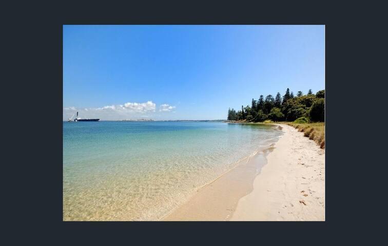 Sydneys Cosy Beachside Retreat