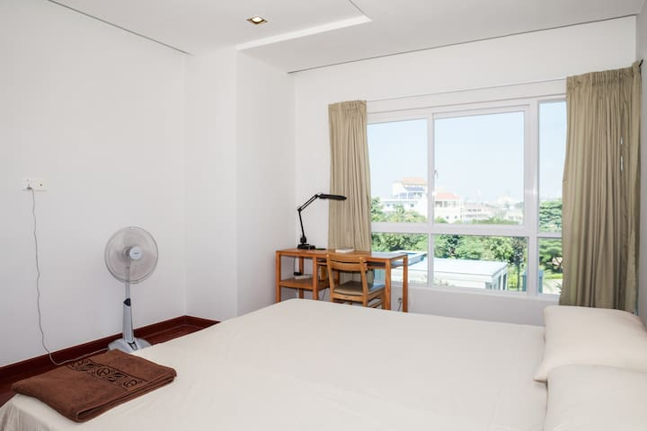 Beautiful 2-bedroom with pool - Phnom Penh - Apartment