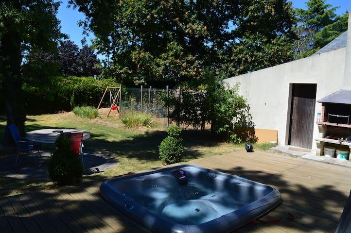 Maison, grand jardin, Jaccuzi... - Orléans - Haus