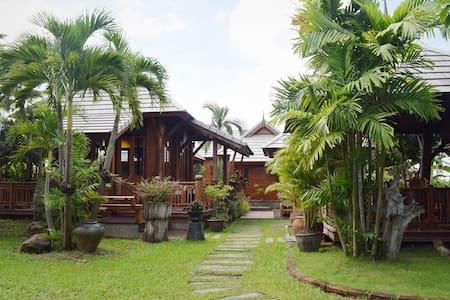 Thai-style home surrounded by nature @ Sankamphang - Tambon Sai Mun - Дом