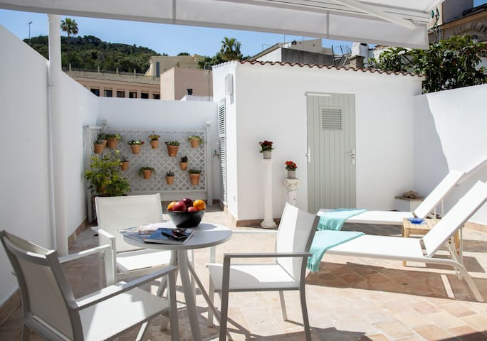 CAN SEROL 1 - Modern apartment with spacious terrace in the medieval heart of Capdepera.