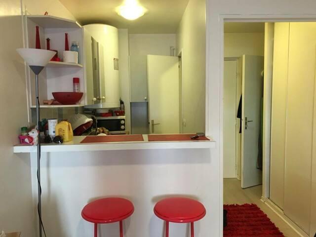 Beau studio moderne de 25m2 prés de La Défense - Courbevoie - Apartament
