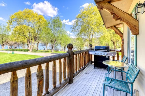 Southwest-themed villa with lake views & shared dock/marina/firepit!