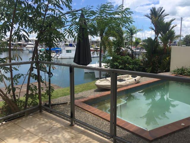 Luxurious 3 bedroom waterside townhouse - Bayview - Hus