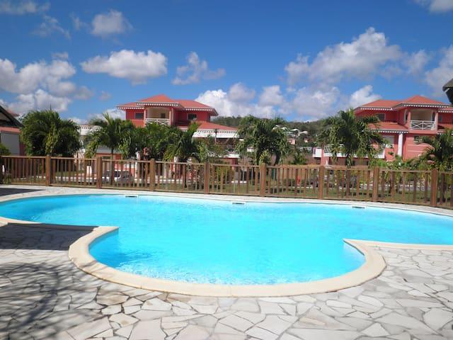 Appartement  dans une résidence avec piscine - Les Trois-Îlets - Apartament