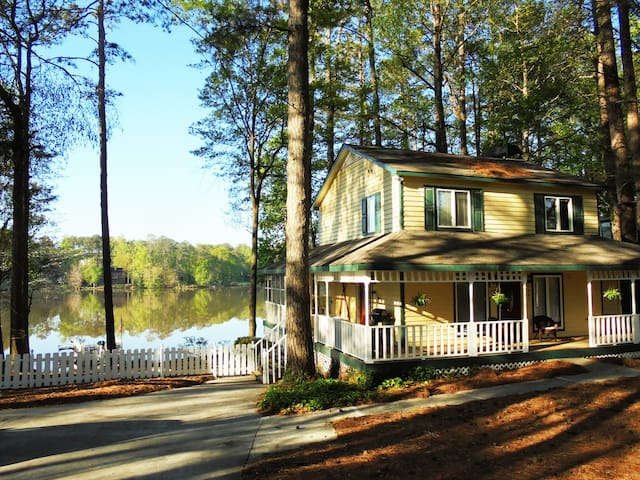 Curiosity Cottage on Lake Lucerne - Lilburn - House