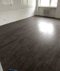 Zimmer ohne Möbel zu vergeben - Wiesloch - Appartamento